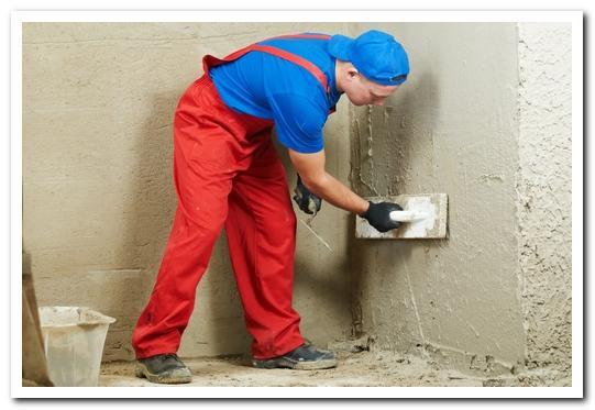 как выровнять потолки и стены