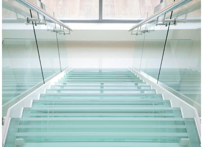 Лестница из ламинированного стекла