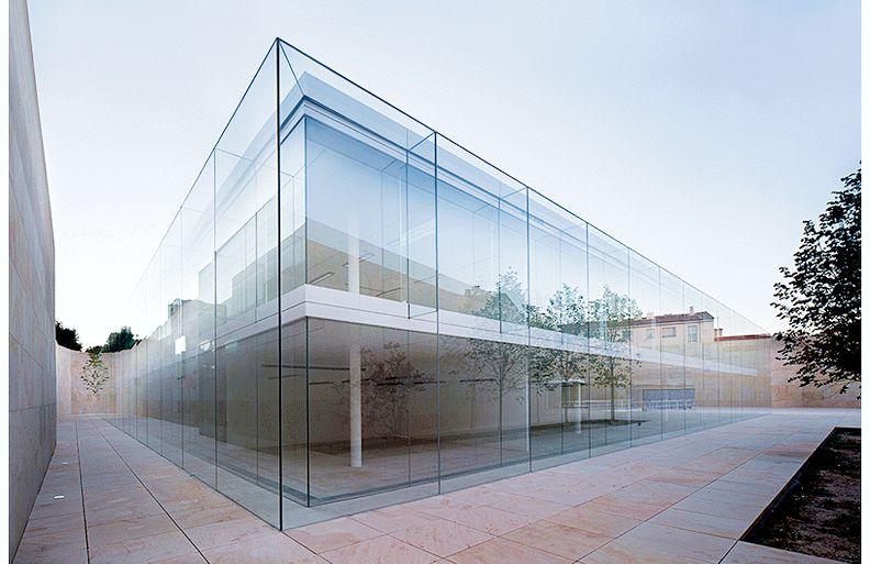 Фасад здания из ламинированного стекла