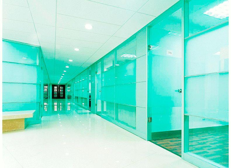 Дверные проемы и стены из ламинированного стекла